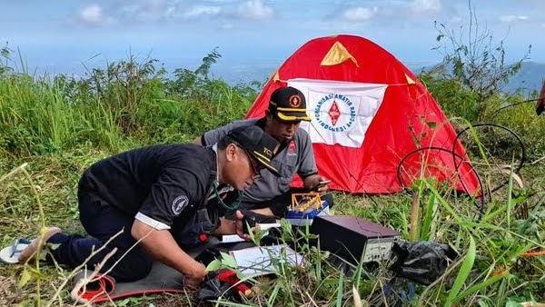 World Amateur Radio Day diatas Gunung Sigepak dalam SOTA YBJ/JT-068